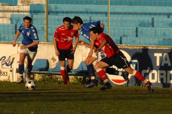 El Portuense naufraga en Linares (4-0)