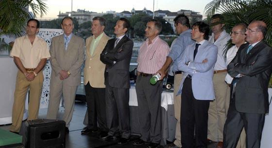 Momentos previos al acto de presentación de las nuevas equipaciones.  Foto: Manuel Gómez