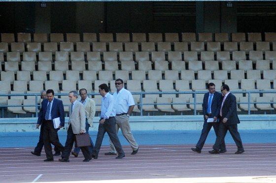 Tras la rueda de prensa, Morales y demás consejeros volvieron a la secretaría por el estadio.