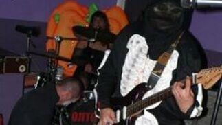 The Cosmic Vampires. Canelacore Party. Caseta de la juventud. Recinto ferial de Torremolinos. 8 de agosto. A partir de las 20:00 horas.