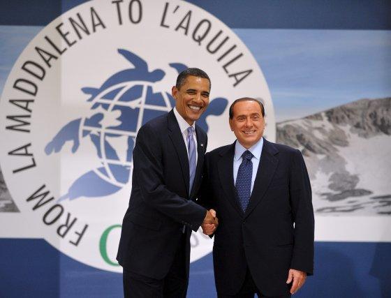El presidente de EEUU, Barack Obama y el primer ministro italiano, Silvio Berlusconi, antes del almuerzo de trabajo.  Foto: EFE
