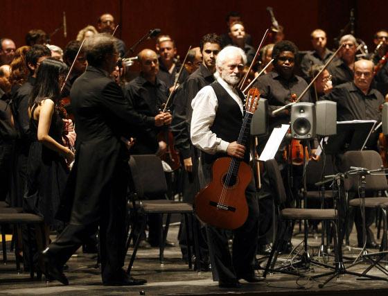 Inauguración del festival internacional de la guitarra de Córdoba con el concierto de Manolo Sanlúcar y la orquesta de Córdoba.  Foto: Jose Martinez/Alvaro Carmona