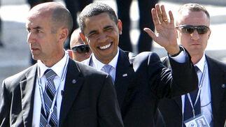 Obama saluda a su llegada a un encuentro de trabajo dentro de la cumbre de jefes de Estado y de Gobierno del G8.  Foto: EFE