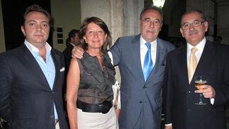 Ignacio García (RD Editores), Maribel Carrasco (Grupo Cofares), Pedro Caballero Infante, periodista y farmacéutico, y Guillermo Cañero (Grupo Cofares).  Foto: Victoria Ramírez