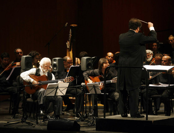 La orquesta de Córdoba y Manolo Sanlúcar se unieron en el Festival de la Guitarra de Córdoba.  Foto: Jose Martinez/Alvaro Carmona