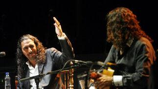 El Cigala y Tomatito durante su actuación en el Festival de la Guitarra de Córdoba.  Foto: Jose Martinez/Alvaro Carmona