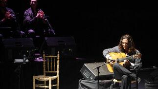 El guitarrista Tomatito en un momento de su actuación en el Teatro de la Axerquía.  Foto: Jose Martinez/Alvaro Carmona