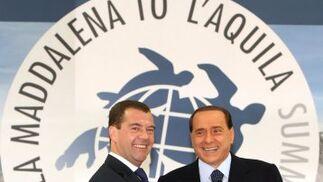 El presidente ruso Dmitry Medvedev y Berlusconi.  Foto: EFE