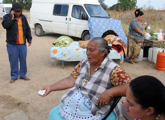 Las familias ya asentadas en El Copero.  Foto: Juan Carlos  Vázquez/Juan Carlos Muñoz