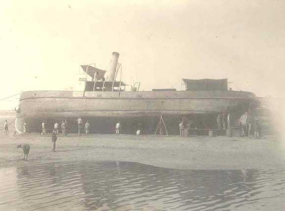 1910. Carenado en el puerto de Huelva