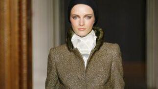 Creación de alta costura de Christian Lacroix para la temporada otoño-invierno 2009-2010.  Foto: EFE