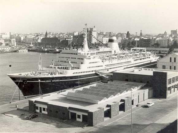 1971. Estación Marítima con un buque ruso