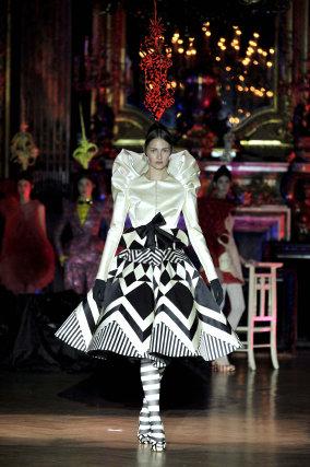 El diseñador catalán Josep Font presentó su colección invierno 2009/10 de alta costura  Foto: EFE