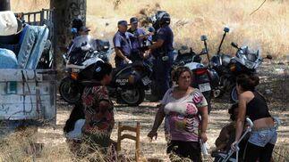 Un fuerte despliegue policial ha controlado el abandono.  Foto: Juan carlos Vázquez