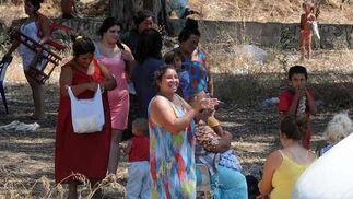Las familias se dispersaron en un primer momento por las zonas próximas al Estadio Olímpico.  Foto: Juan carlos Vázquez