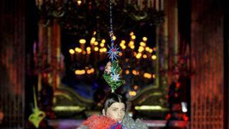 Un modelo luce una de las creaciones de Josep Font.  Foto: EFE