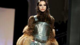 La piel, protagonista de la colección de alta costura de Jean Paul Gaultier.  Foto: EFE