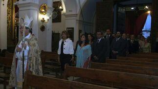 Procesión de entrada de las autoridades precedidas por el arzobispo coadjutor de Sevilla  Foto: Rafael Salido
