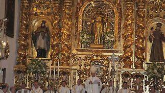 El arzobispo coadjutor de Sevilla y administrador apostólico de Córdoba, Juan José Asenjo Pelegrina, presidió la misa pontifica  Foto: Rafael Salido