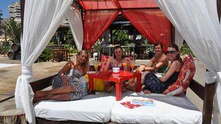 Diversos establecimientos dan todas las comodidades para disfrutar de agradables jornadas de playa.   Foto: J.M. Flores