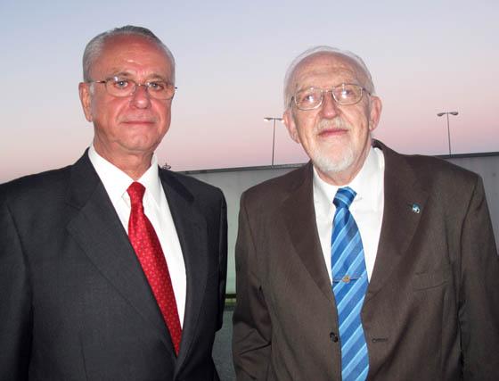 Antonio Esquivias, delegado de Defensa, y Joaquín Galán, presidente del Consejo Económico y Social de Andalucía.    Foto: Victoria Ramírez