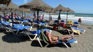 Con las altas temperaturas qué mejor que tumbarse al sol para que Lorenzo haga de las suyas.   Foto: Sergio Camacho