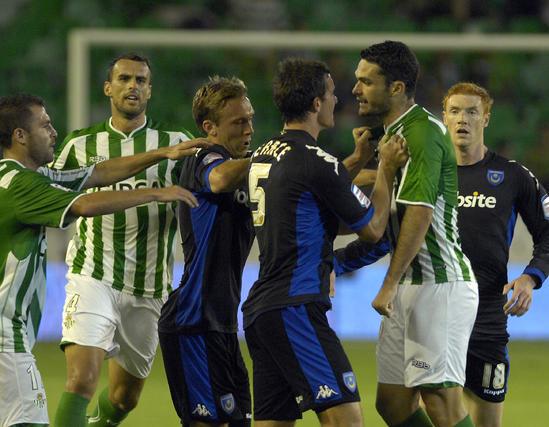 Imágenes del partido entre el Real Betis y el Portsmouth inglés.  Foto: Manuel Gómez