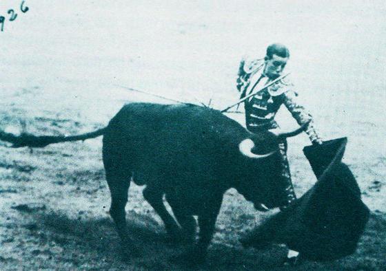 Tanda por naturales.  Foto: Fotografias extraidas de \'Estirpe y Tauromaquia de Antonio Ordo?'