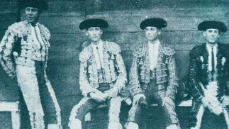 Terna que participó en una novillada en la plaza de Ceuta en 1922.  Foto: Fotografias extraidas de \'Estirpe y Tauromaquia de Antonio Ordo?'