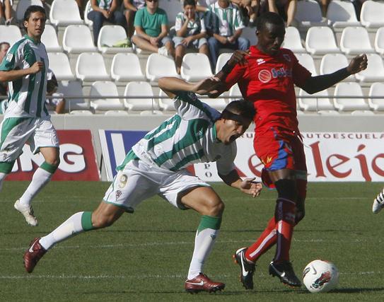 Patiño pierde un balón. / Álvaro Carmona