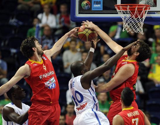 España doblega a una apática Francia y pasa a cuartos como primera de grupo. / EFE