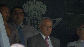 Lorenzo Serra Ferrer, en el podio del Benito Villamarín. / Antonio Pizarro