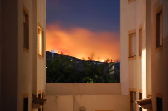 Incendio desde el interior de un piso, en Las Lagunas de Mijas Costa  Foto: Manuel Alqsar