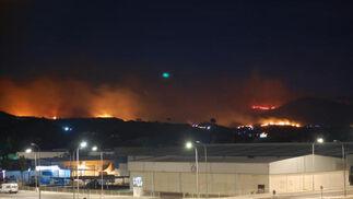 Incendio desde el Polígono San Rafael, en Las Lagunas  Foto: Manu Alqsar