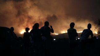 Más de 200 desalojados por el fuego de Mijas y varias casas quemadas