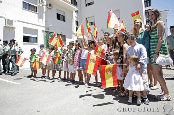 Don Juan Carlos muestra su apoyo a los pescadores y a la Guardia Civil por el trabajo que realizan./Erasmo Fenoy