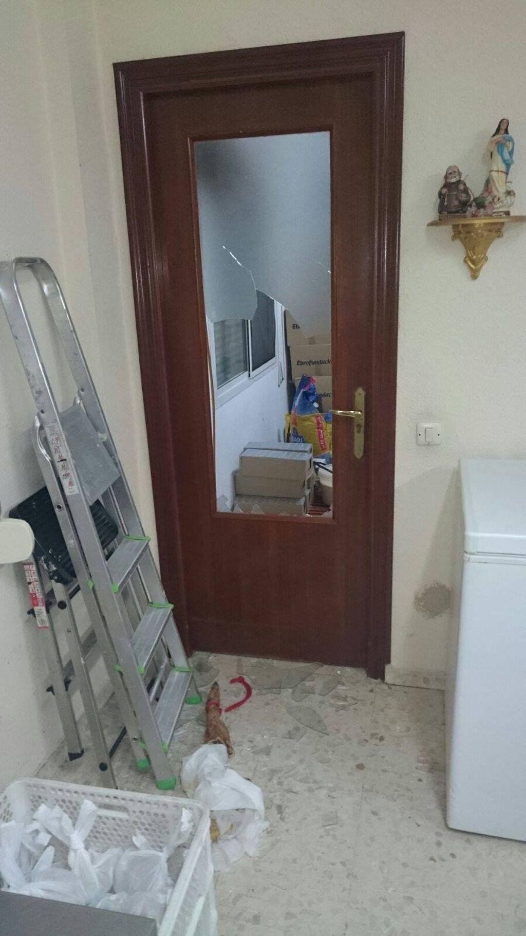 El Comedor Padre Cruceyra Sufre Numerosos Destrozos Y El Robo De  # Muebles Ramirez Almeria
