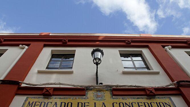 La fachada principal del mercado de La Línea, uno de los lugares en los que se invertirán los fondos europeos.