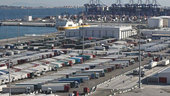 El tr fico portuario cay un 8 2 en algeciras en el primer trimestre - Puerto de algeciras hoy ...
