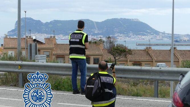 El negociador de la polic a nacional salva la vida de una - Policia nacional algeciras ...