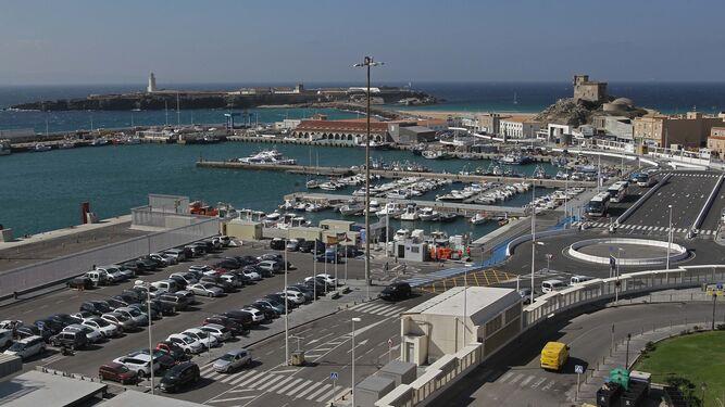 Instalaciones del puerto de Tarifa.