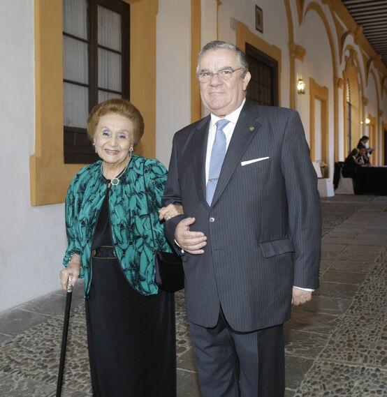 Concha García y su hijo Francisco Yoldi García.