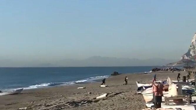Vigilancia Aduanera persigue a unos narcos  por mar a plena luz del día