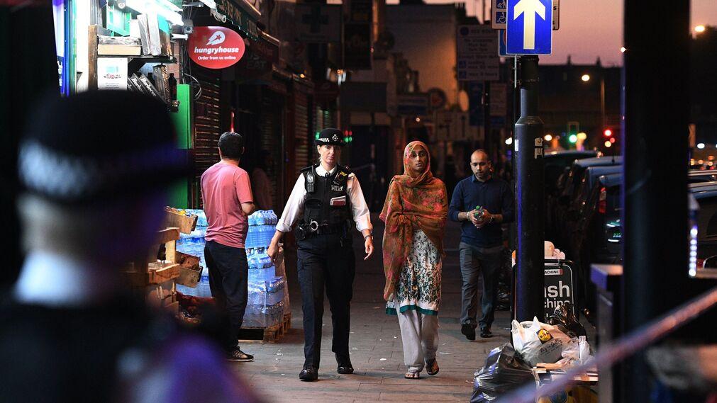 El atropello junto a la mezquita en el barrio londinense de Finsbury Park, en imágenes