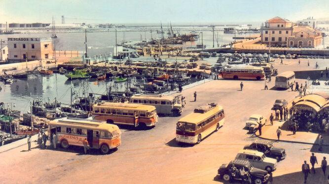 La dársena de Villanueva una vez rellenada proporcionó un mayor espacio que se dedicó a estacionamiento (1960).
