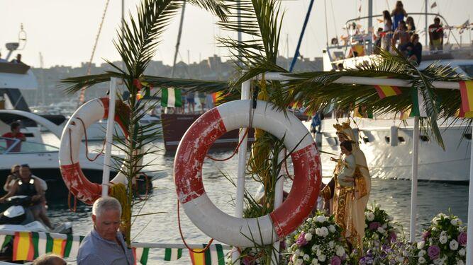 Torreguadiaro, que celebraba este fin de semana sus fiestas, también vio procesionar a su virgen.