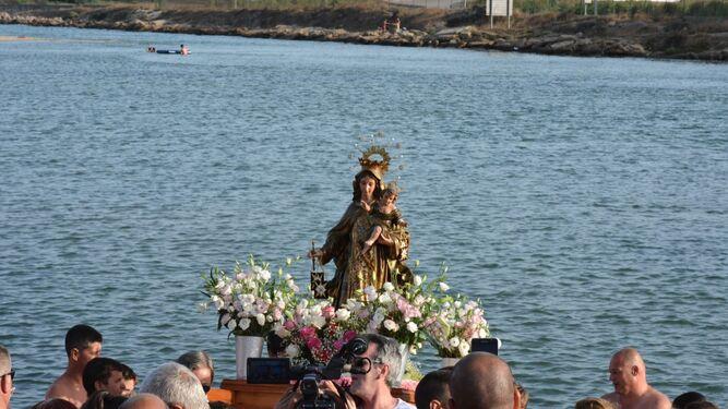 Los vecinos de Guadarranque acompañaron a la patrona marinera.