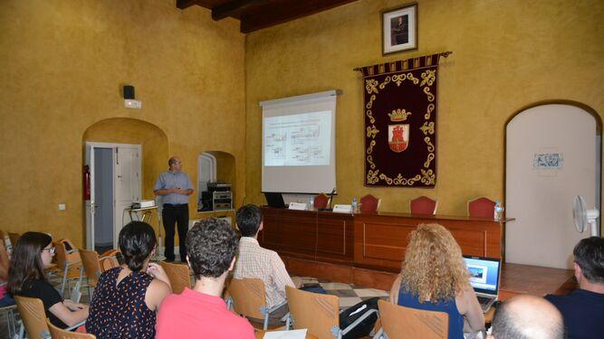 Asistentes al seminario sobre las centrales eléctricas y su gestión.