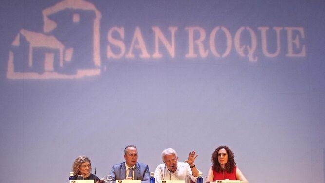De izquierda a derecha: Teresa García Valderrama, Juan Carlos Ruiz Boix, Felipe González y Dolores Marchena.
