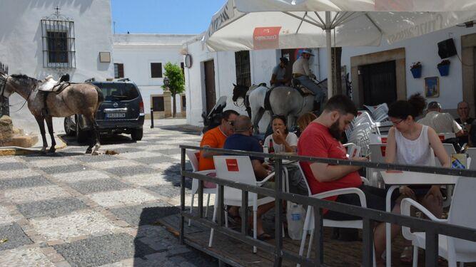 Ambiente a la hora del almuerzo en el casco histórico.